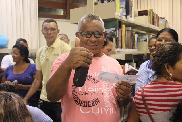 Sesc AM realiza entrega gratuita de óculos de grau para alunos da EJA